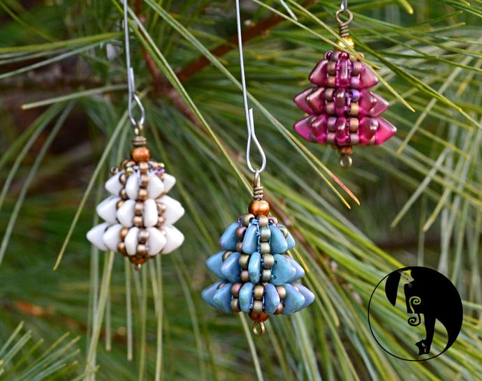 Tiny Tree Ornament Pendant Pattern by DatzKatz Designs
