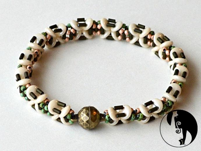 X-Squared Bracelet Pattern by DatzKatz Designs