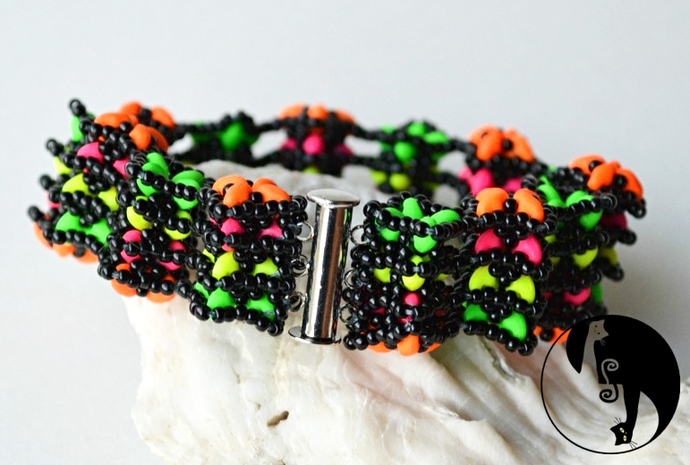 Lemur Tail Stacks Bracelet/Bangle Pattern by DatzKatz Designs
