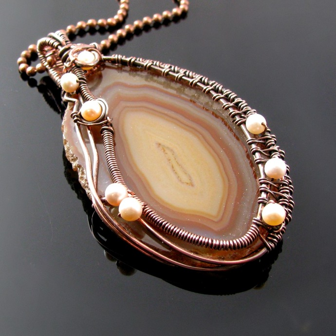 Wire woven pendant with brown agate slice