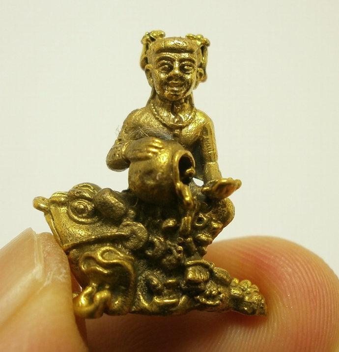 tiny Gumaree kuman guman tong girl ride frog magic spirit Thai amulet lucky