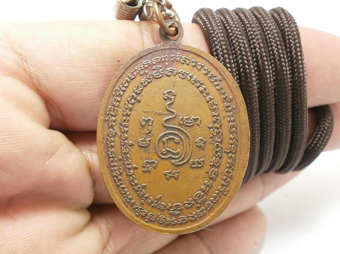 lp Kaew Kaysaro phra pidta coin Buddha amulet brass pendant (closed eyes monk