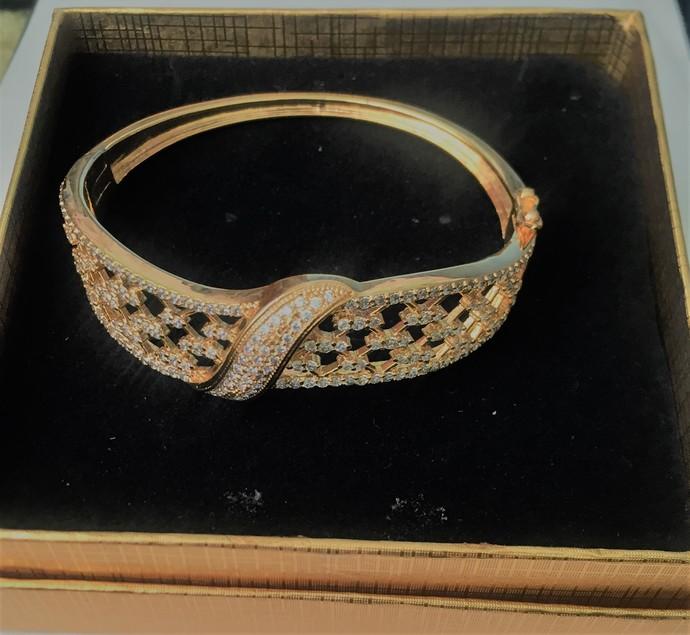 A Clear Cubic Zirconia Crystal Bracelet