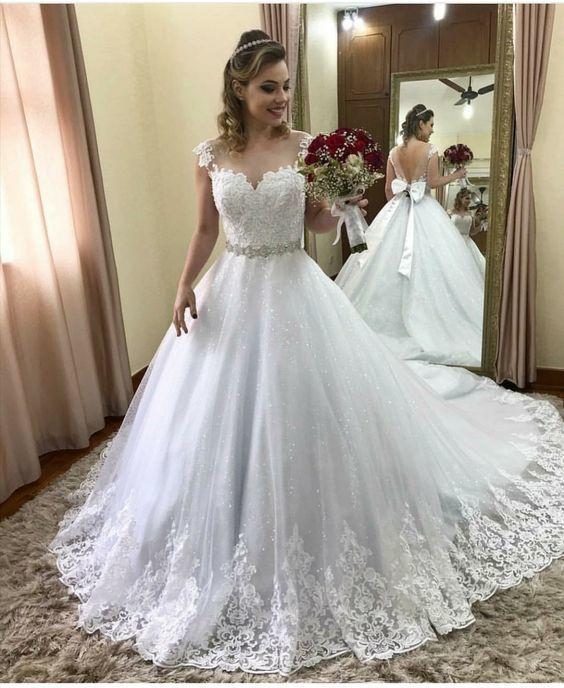Elegant V Back Tulle White Ball Gown Wedding Dress with Appliques
