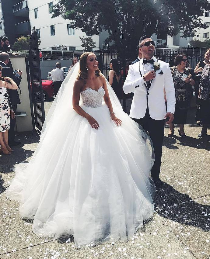 Charming Sweetheart Neck Tulle Ball Gown Wedding Dress with Appliques, Formal
