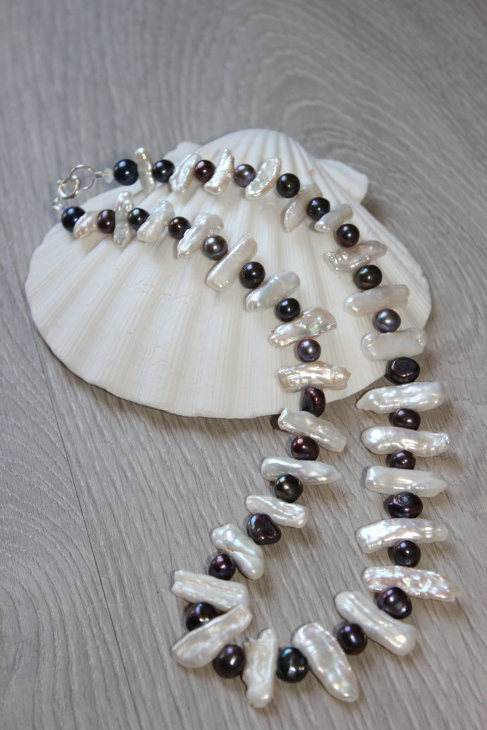 Natural white pearls iridescent necklace