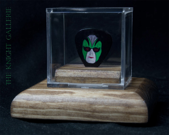 Commemorative guitar pick and display case: Steve Miller Band / The Joker
