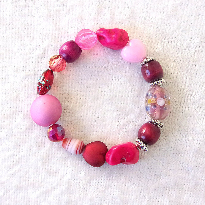 Bracelet, stretch, beaded in Burgundy and Red Valentine Colors with Sparkle