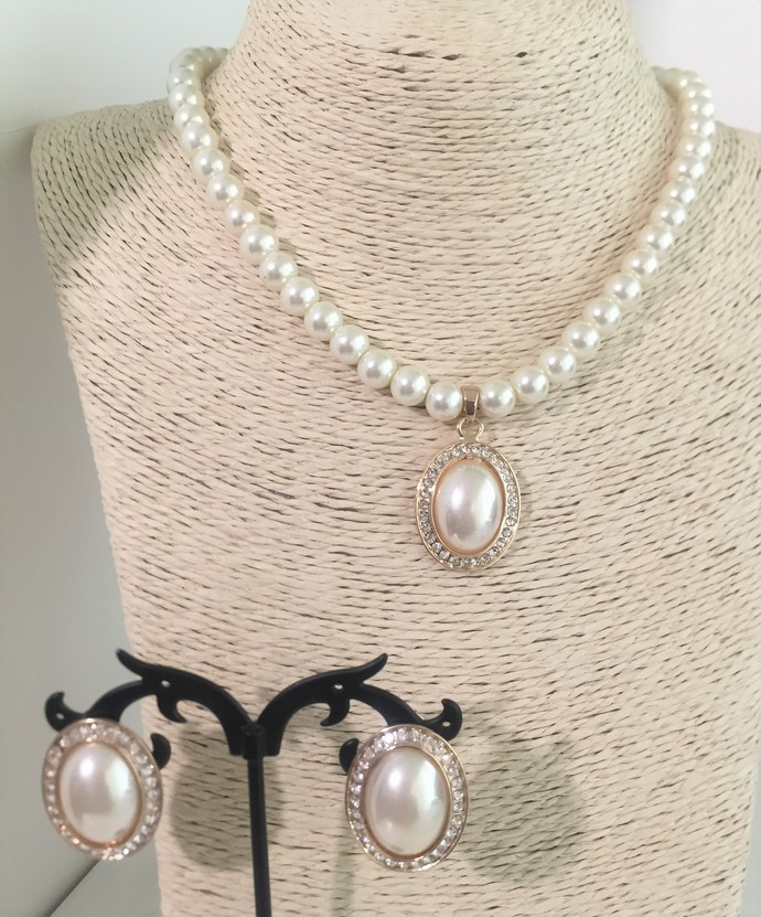 Creamy Pearl Necklace and Earring Set