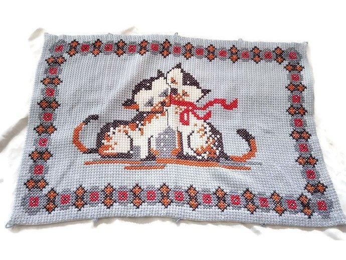 Door Mat, Bathroom Mat, Pet Mat, Hand knit mat, Blue mat, Kitten Small Tapestry