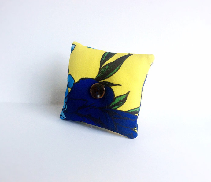 Handmade Flower Nature Design Square Wrist Pin Cushion