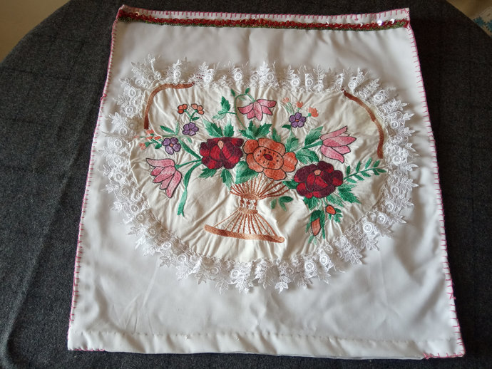 Pillow Handmade and Vintage, Embroidered Pillow cover, Floral pattern pillow