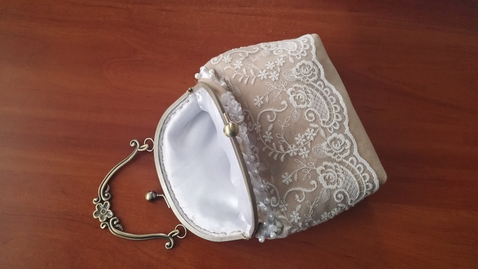 Bag beige with lace.