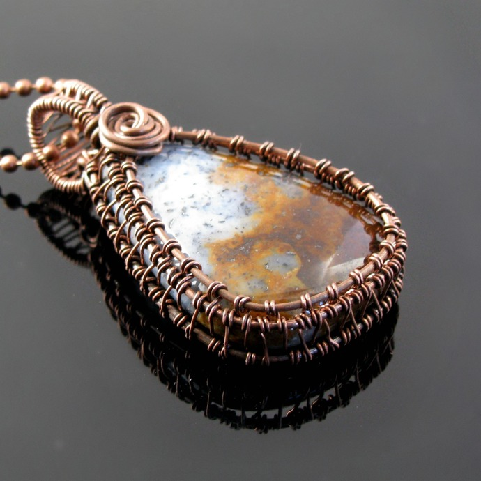 Wire woven reversible pendant with tumbled rock