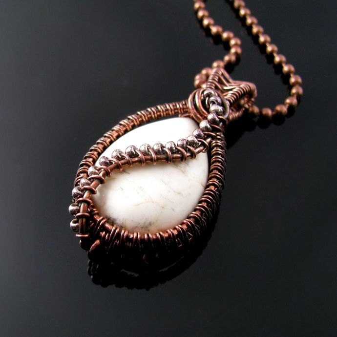 Wire woven pendant with magnesite drop