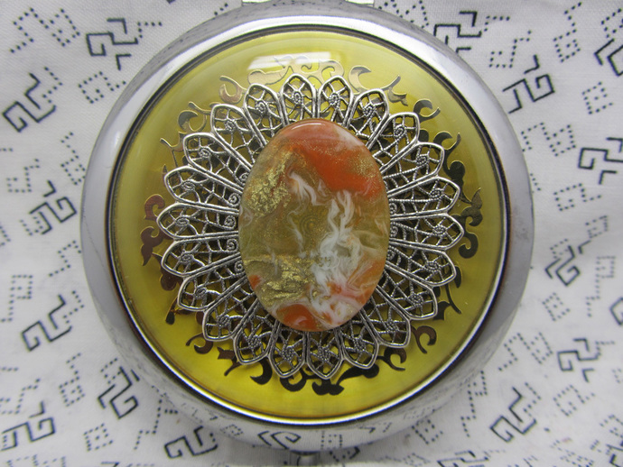 Gold pocket mirror with protective pouch - pocket gift for friends - round