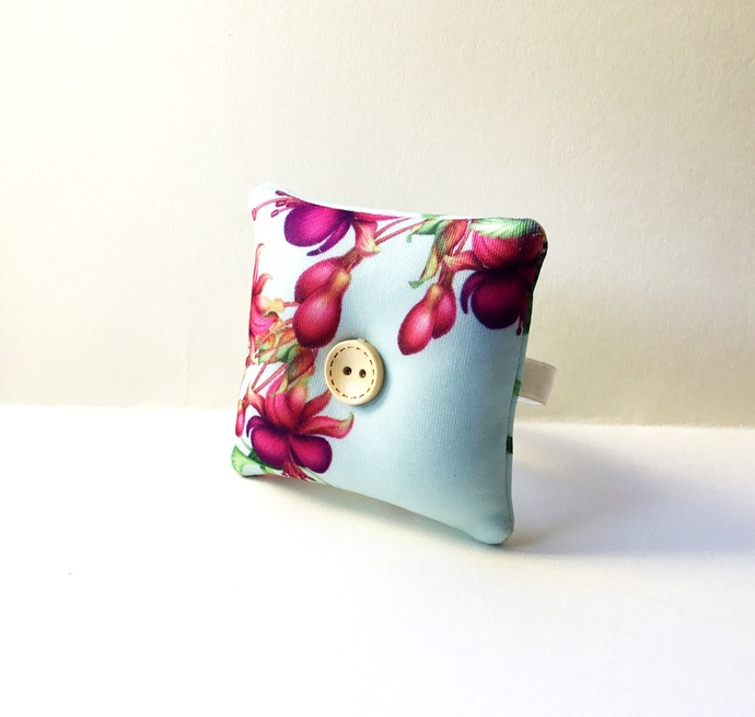 Handmade Flower Design Wrist Pin Cushion
