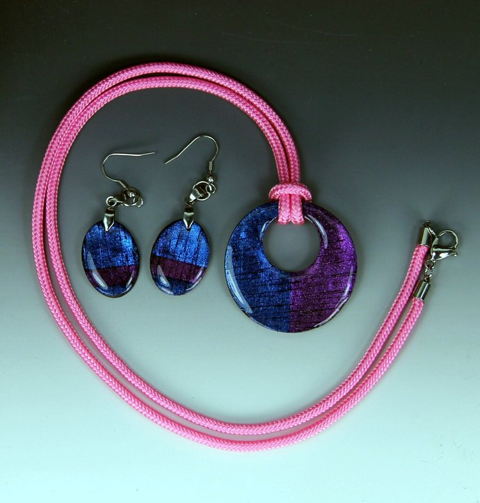 Color Shifting Necklace & Earring Set - handmade and one of a kind jewelry art