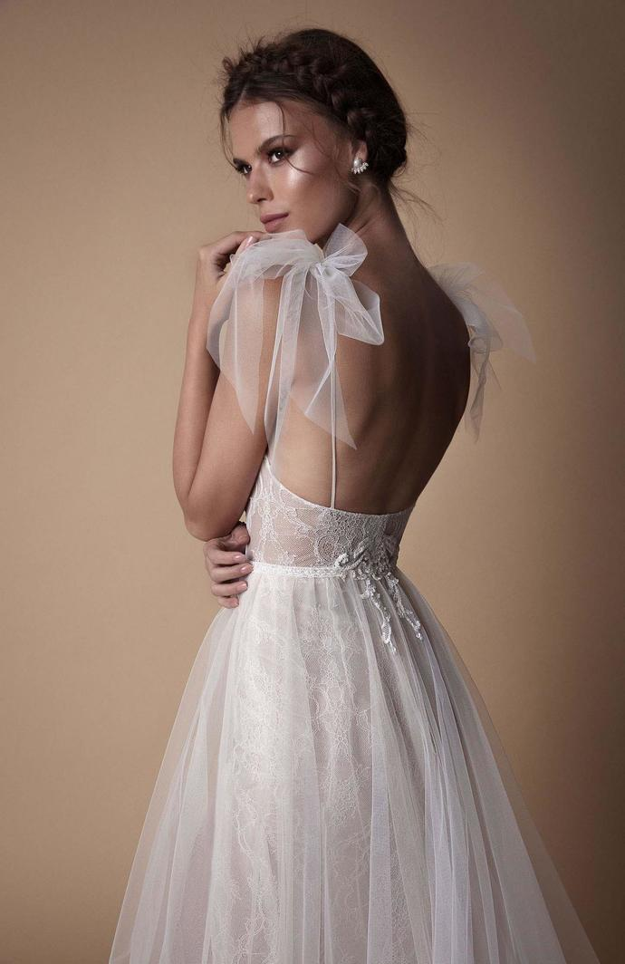 Popular V Neck Formal A Line Tulle Bridal Gown Long Beach Wedding Dresses