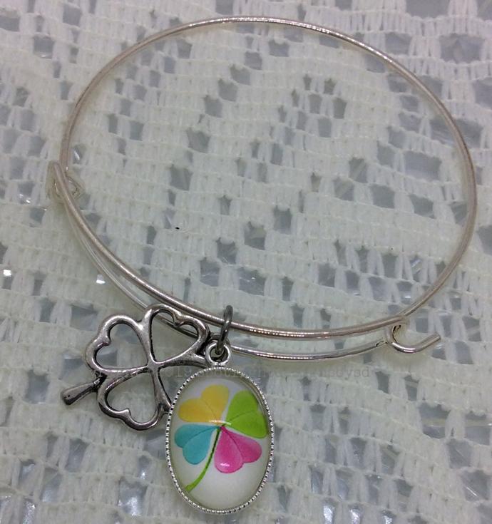 CLOVER a matching bangle bracelet