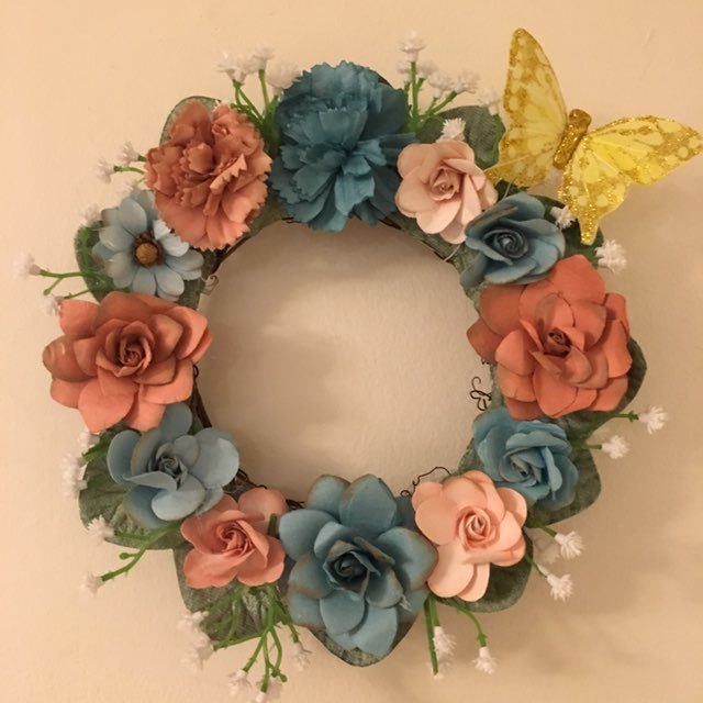 "Small floral wreath in shades of peach and aqua 8"" across"