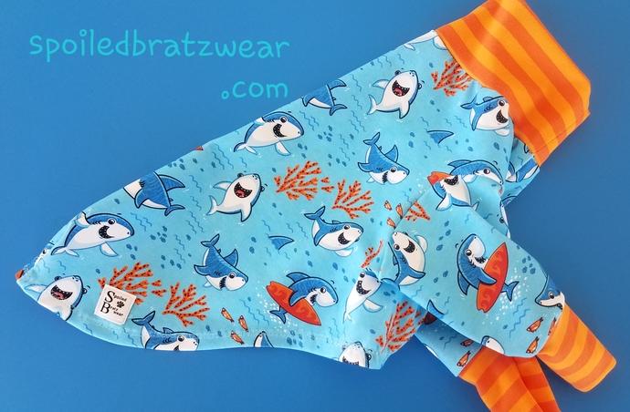 MEDIUM Happy Shark Cotton Knit Tshirt