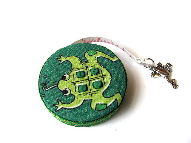 Measuring Tape Very Green Frogs Retractable Tape Measure