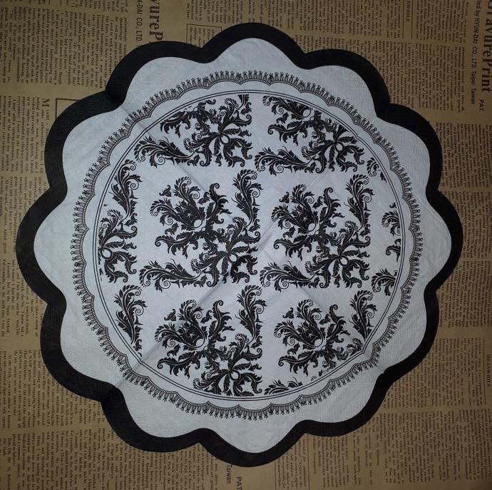 N172 Paper Napkins (Pack of 2) Scallop Edge Napkin, Black and White Flourishes