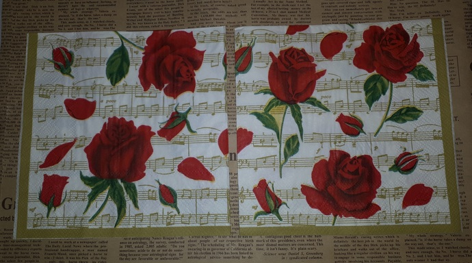 N182 Paper Napkins (Pack of 2) Red Roses Gold Music Notes Rose Petals