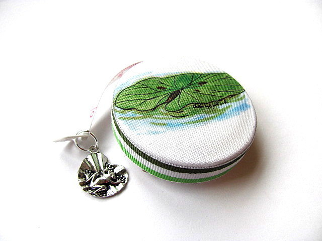 Tape Measure Playful Frog and Lilly Pad Retractable Measuring Tape