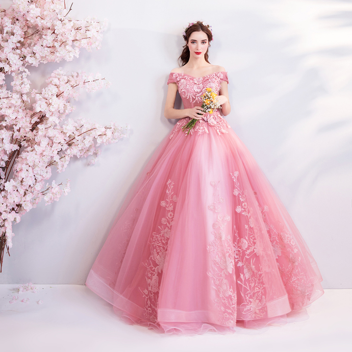 Bright and lovely pink bride wedding toast clothing wedding dinner annual
