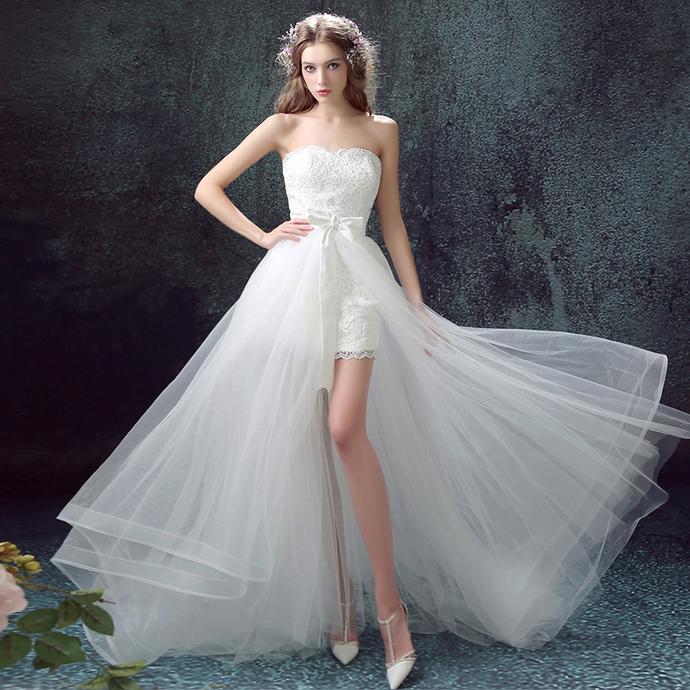 Short wedding dress before the beach