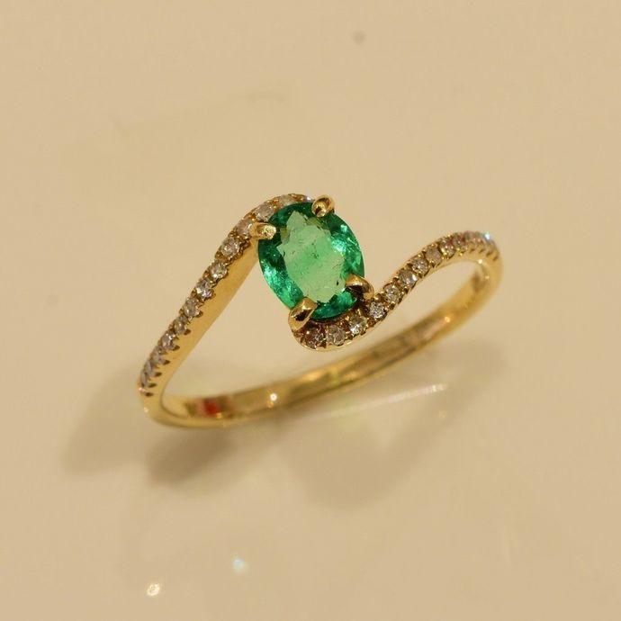 Emerald Ring In 18k Yellow Gold With Astonishing Luster Handmade Artisan Ring