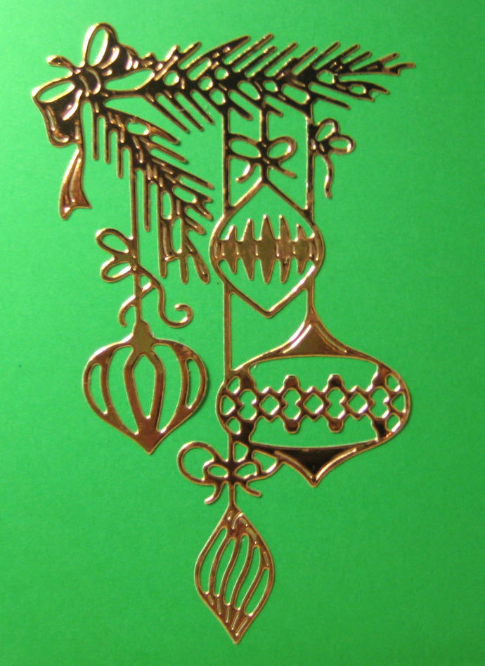 4 Christmas Ornaments on Pine Branch Cutting Die