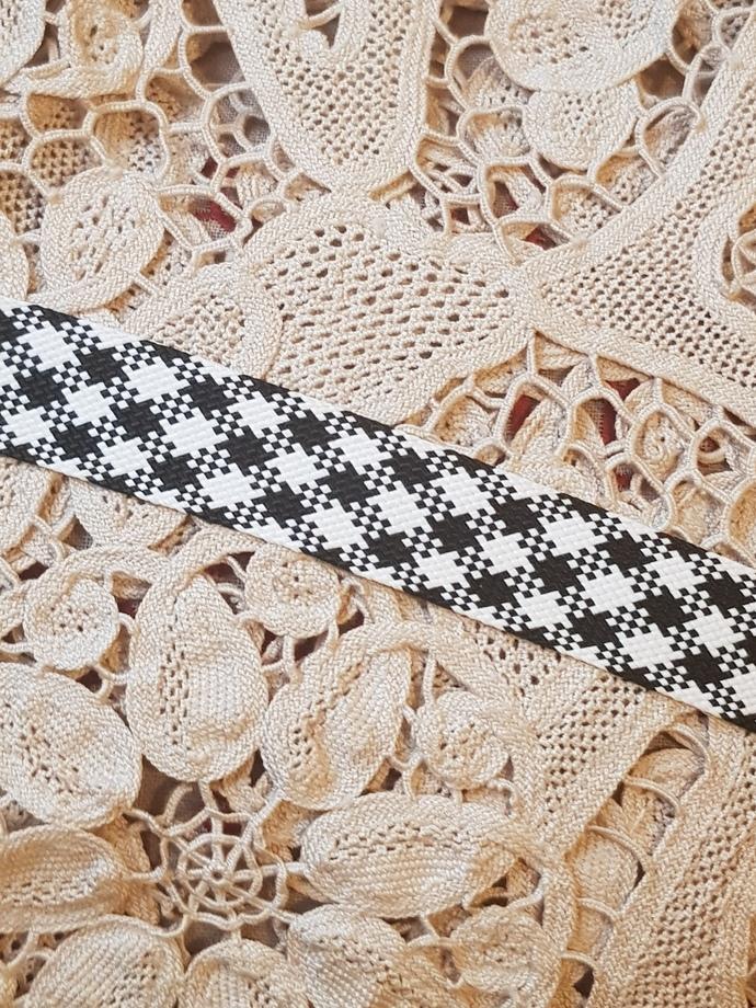 Checkered trim