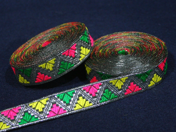 2cm x 1 m • Silver/Pink/Green/Yellow Zigzag Traditional Pattern Fabric Trim