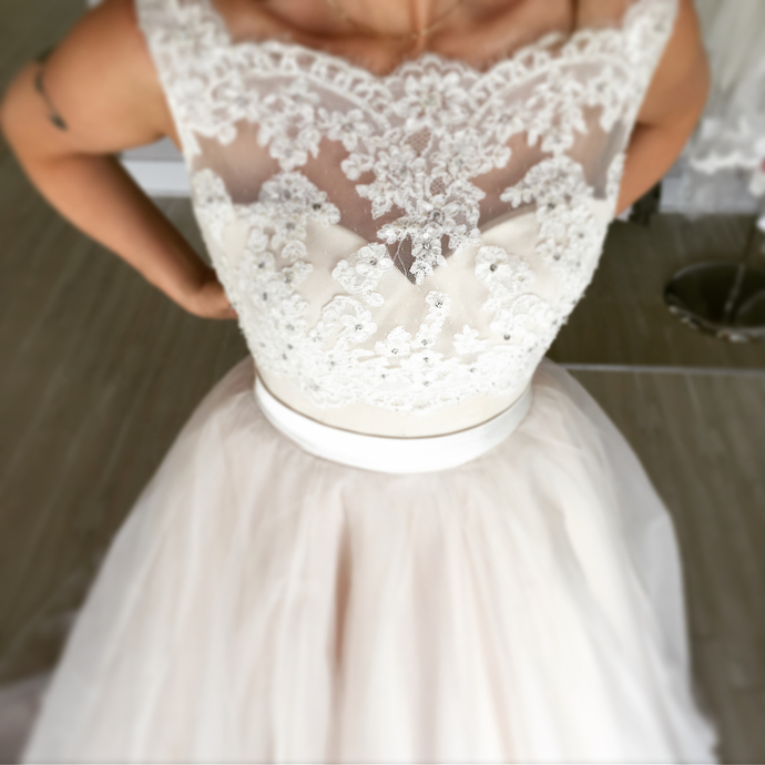 Romantic Scoop neck Tulle Ivory Appliques Wedding Dresses Bridal Gowns
