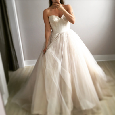Romantic Sweetheart neck Tulle Iovry Wedding Dresses with Backless