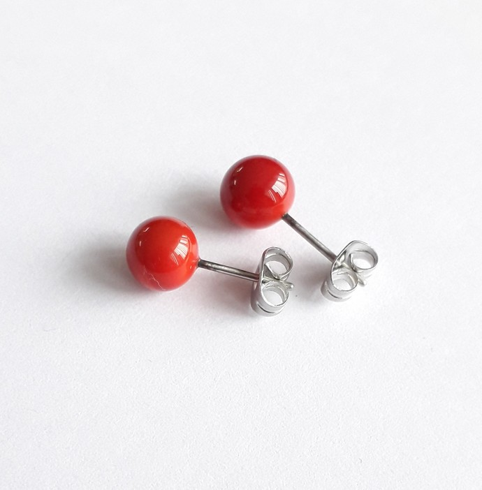 Earstuds in Red, lampwork glass on surgical steel