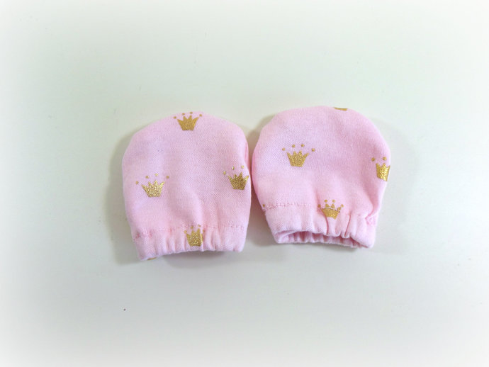 Infant Scratch Mittens, Baby Mittens, No Scratch Mittens in Princess Tierras