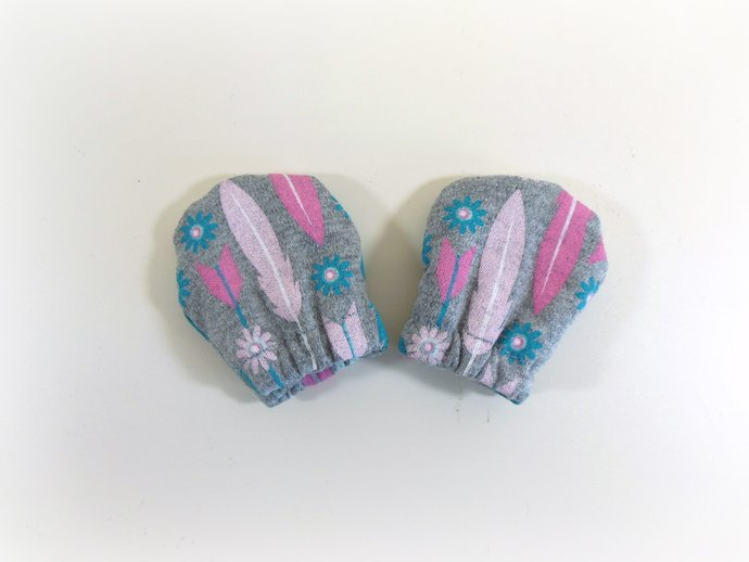 Infant Scratch Mittens, Baby Mittens, No Scratch Mittens in Feathers and Arrows