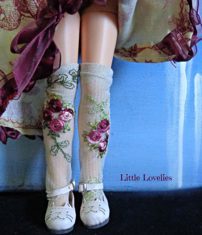 BLYTHE or PULLIP DOLL vintage nylon ROSE STOCKINGS