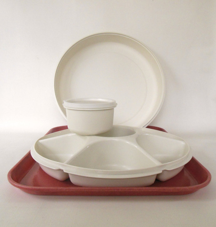 Complete Tupperware Divided Relish Dip Veggie Serving Tray - Almond or White