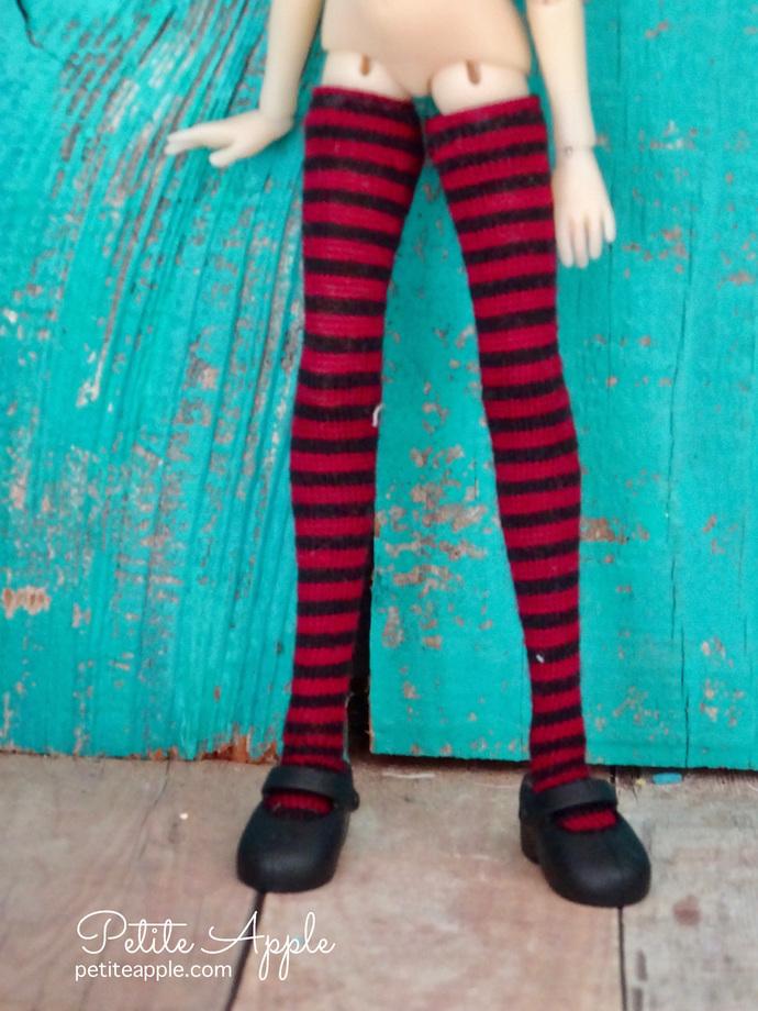 Wren's Black/Burgundy striped stockings for Bbflocking Cricket dolls