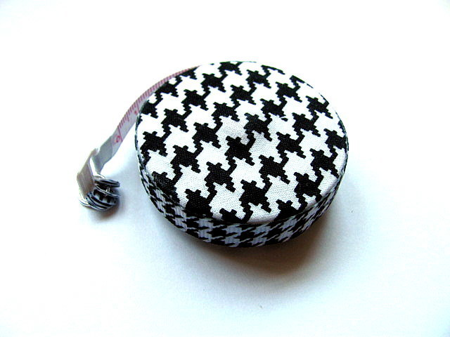 Measuring Tape Black and White Hounds Tooth Pattern Retractable Tape Measure