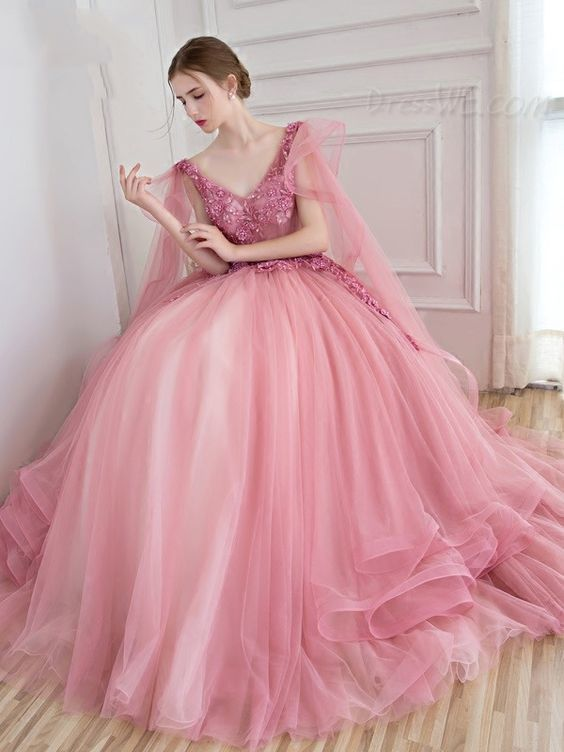 Vintage Ball Gown V-Neck Appliques Beading Floor-Length Quinceanera Ball Gown