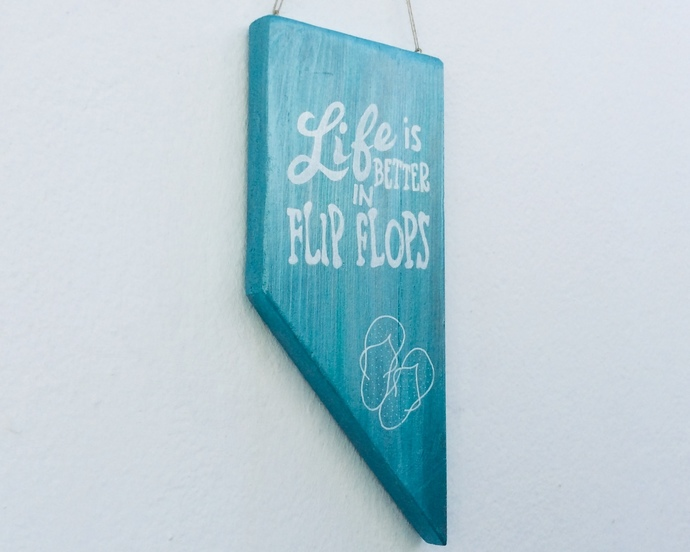 Life is better in flipflops - Beachy home decoration - Handpainted on reclaimed
