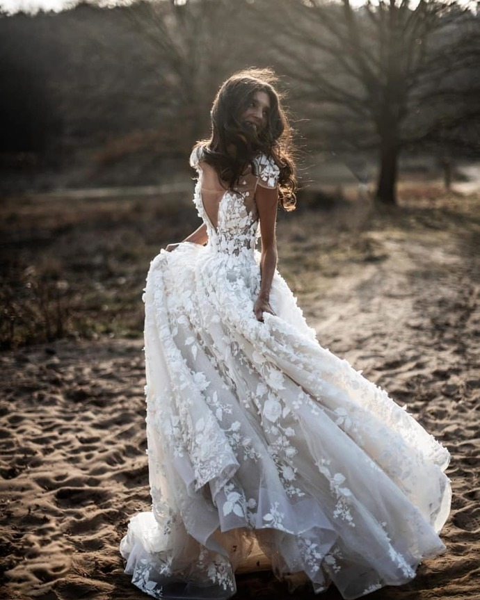 Cap Sleeve White Appliques Flower Tulle Wedding Dress Bridal Gowns