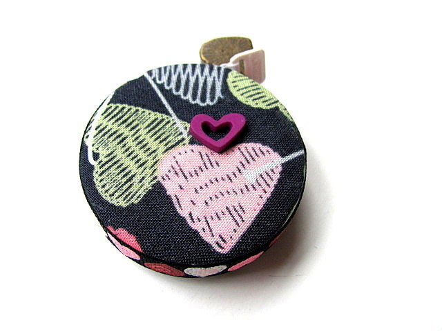 Measuring Tape Knitted  Hearts Retractable Tape Measure