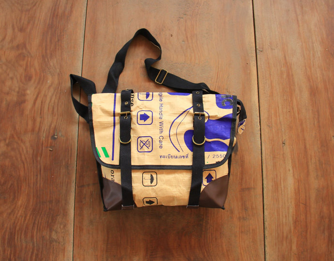 Paper : Messenger Paper Bag made of water-resistant recycled paper